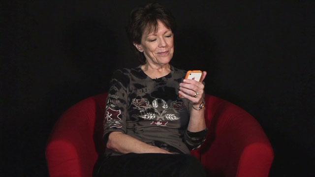 Cui apartine vocea aplicatiei Siri?