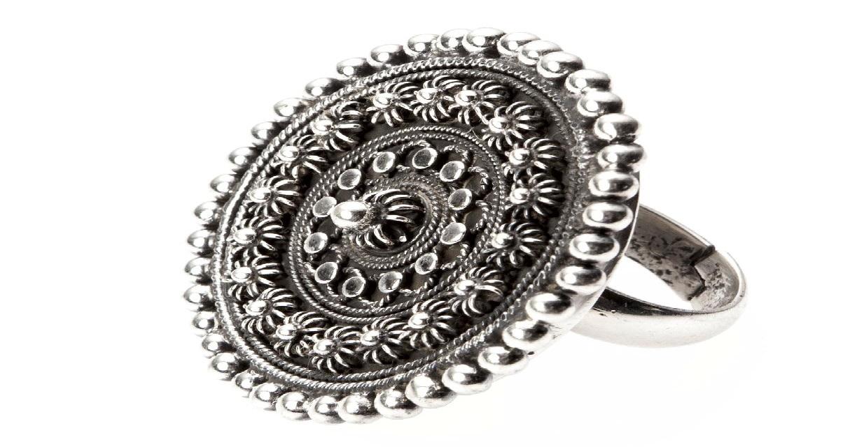 Un inel de argint unicat - cel mai frumos inel de logodna