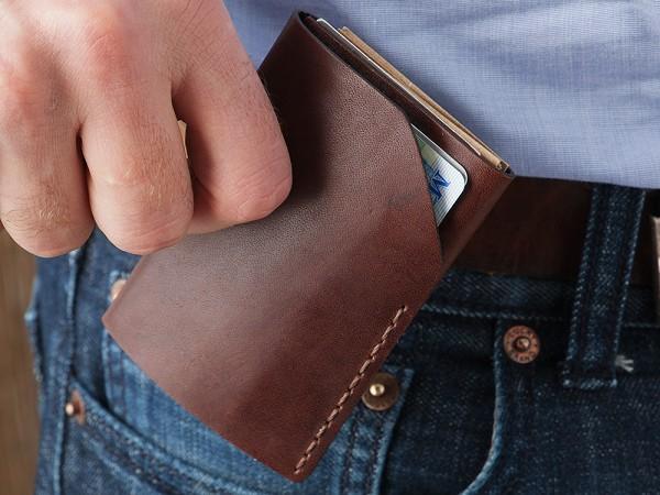 Bison iPhone 5 Wallet – o husa eleganta din piele naturala