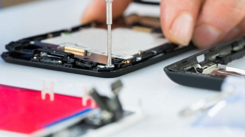 Cum facem reparatii la un smartphone LG?