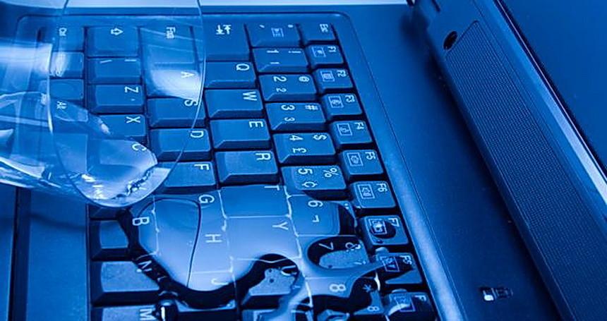 Ce trebuie sa faci daca scapi lichide pe tastatura laptopului?
