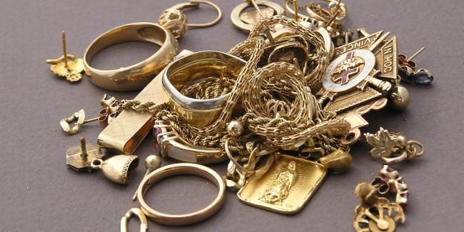 Ce bijuterii isi pot cumpara femeile si barbatii de la casele de amanet?