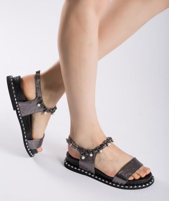Cum alegi sandalele potrivite pentru orice tinuta