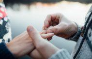 De ce le este greu barbatilor sa aleaga un inel de logodna?