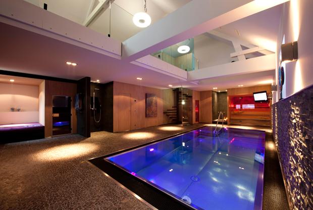Idei de iluminare a piscinei