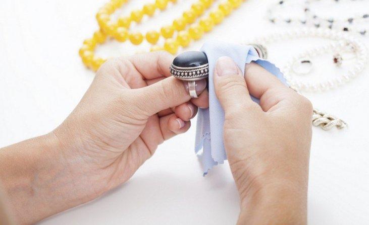Sfaturi despre cum sa curatati bijuteriile