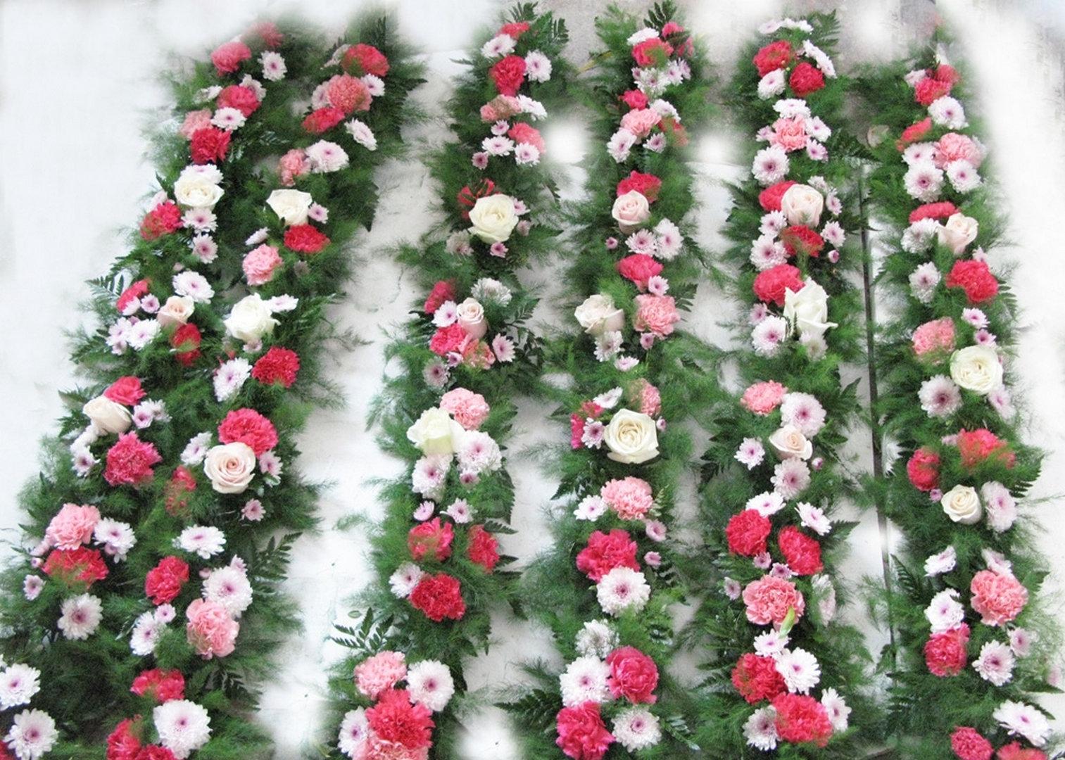 Spiritul sarbatorilor e mai aproape cu ghirlande din flori artificiale